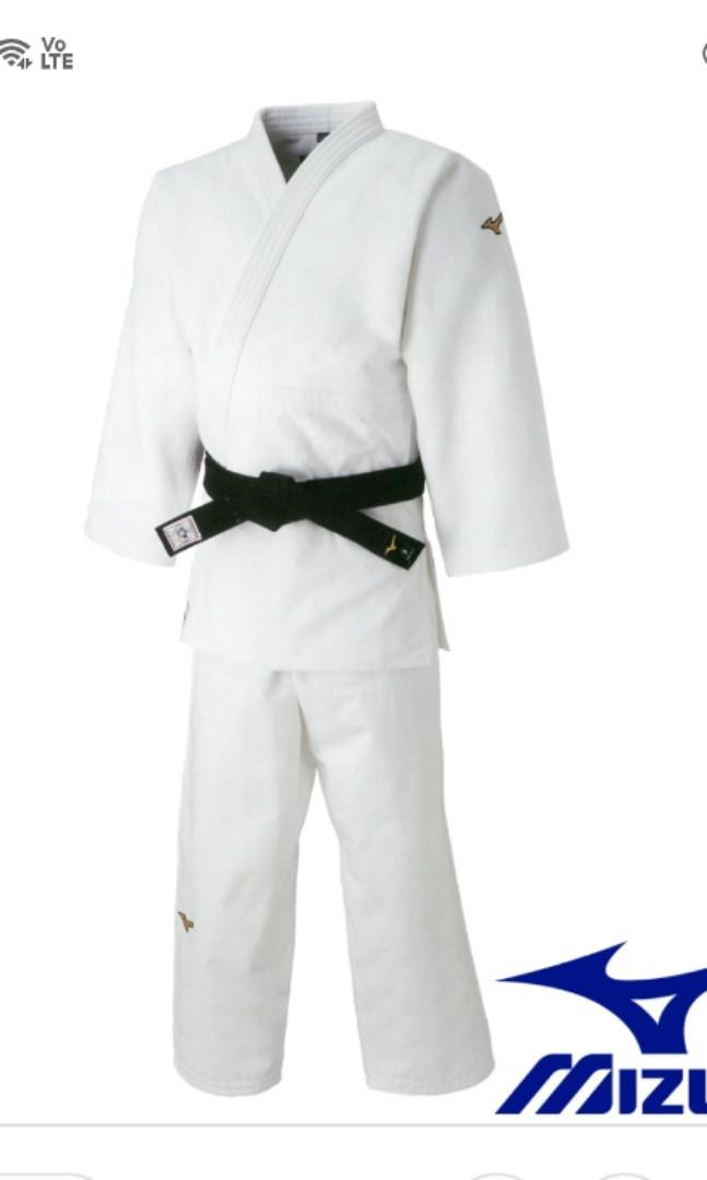 5973e35ae94e Mizuno judo gi, Sports, Sports Apparel on Carousell