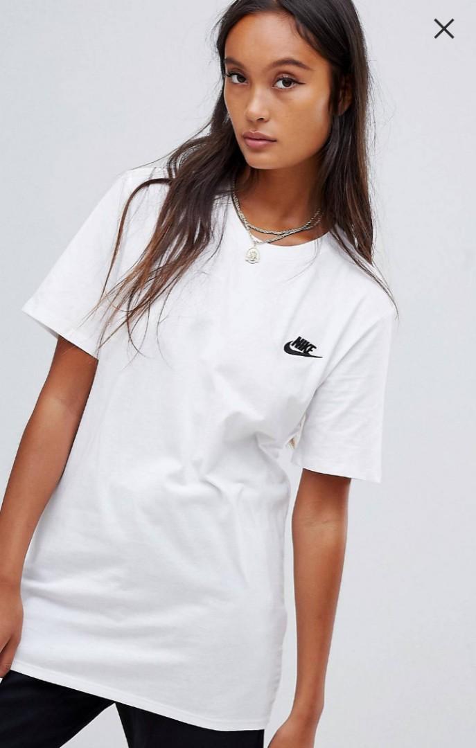 7bb30c4ffab0f Nike Boyfriend T-Shirt With Embroidered Logo, Women's Fashion ...