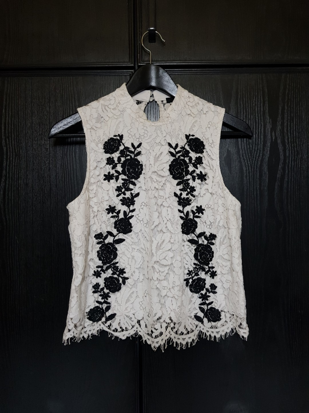 fcb780f43f085f PRELOVED 1 FOR 1  Forever 21 Lace Sleeveless Top with Floral ...