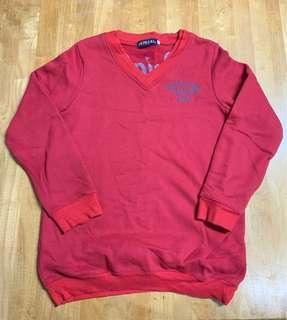 Vintage紅色V領大學T