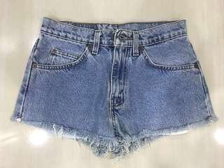 ✨authentic levis vintage frayed ripped distressed highwaisted denim shorts // instock