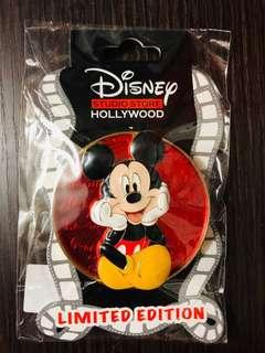 Disney Studio Store Hollywood pins 迪士尼徽章襟章 Cursive Cutie Series- Mickey Mouse Surprise Release Le150 disney pin