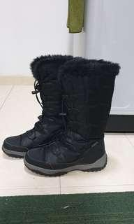 Snow boots for winter trip