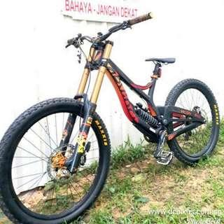 ✳️ Pre Owned Bike ✳️ Devinci Wilson SL Half Carbon Downhill DH Mountain Bike Custom Built #Dcbikes