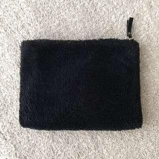 🚚 Black Furry Clutch