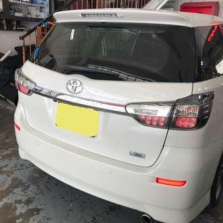 Toyota Wish 2009 - 2018 rear bumper's led reflector