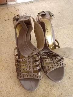 High heels XML