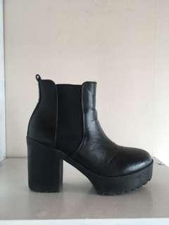 Glassons size 6 Boot
