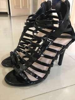 Something borrowed sepatu heels hitam pesta