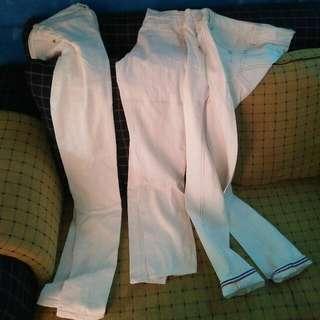 3 Celana Putih