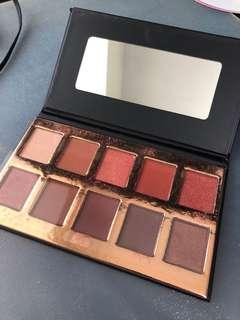 🚚 Crown pro Eyeshadow Palette