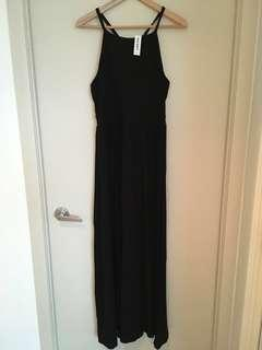 New long black sleeveless dress