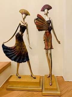 Statue wooden ladies
