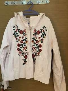 全新, 無著過, 意大利牌子Jayfeen淡粉紅加大花圖案外套, 啱香港天氣著, 胸大約42吋及肚大約41吋, 衫長大約23吋, 兩側有袋, 質地: 100% 綿, 意大利制