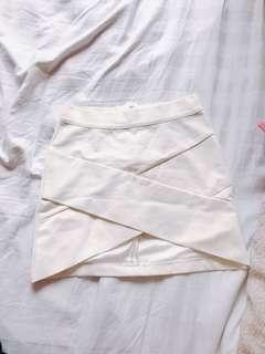 氣質白色半身裙$180