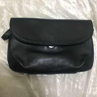 黑色皮革包包