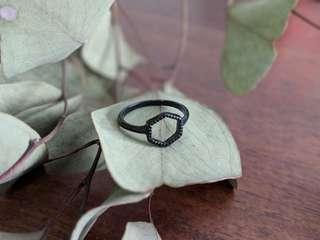 🚚 Solid Black Hexagon Ring