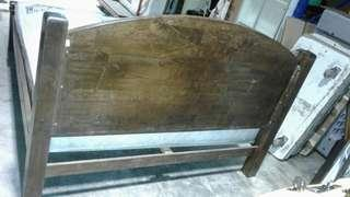 Queen size bed framed w/ mattress