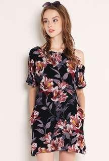 🚚 SSD Yanet Dress Black Floral (XS)