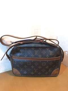 SALE! Louis Vuitton Sling Bag trocadero 2004