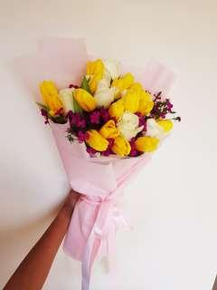 🚚 Mixed Bouquet (Tulips and Roses)