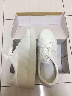 Sneakers in white