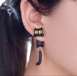 Lovely Earrings (yellow eyes cat)