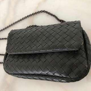 17559fa60a87 Bottega Veneta Intrecciato Messenger Bag