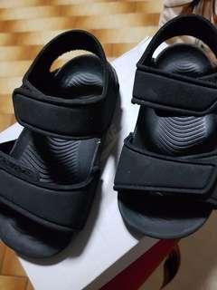 🚚 Adidas sandle