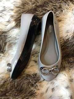 6 USA Melissa Cushion Grey Silver
