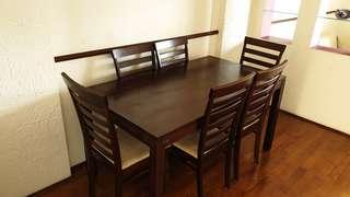 🚚 Dining Table and chairs