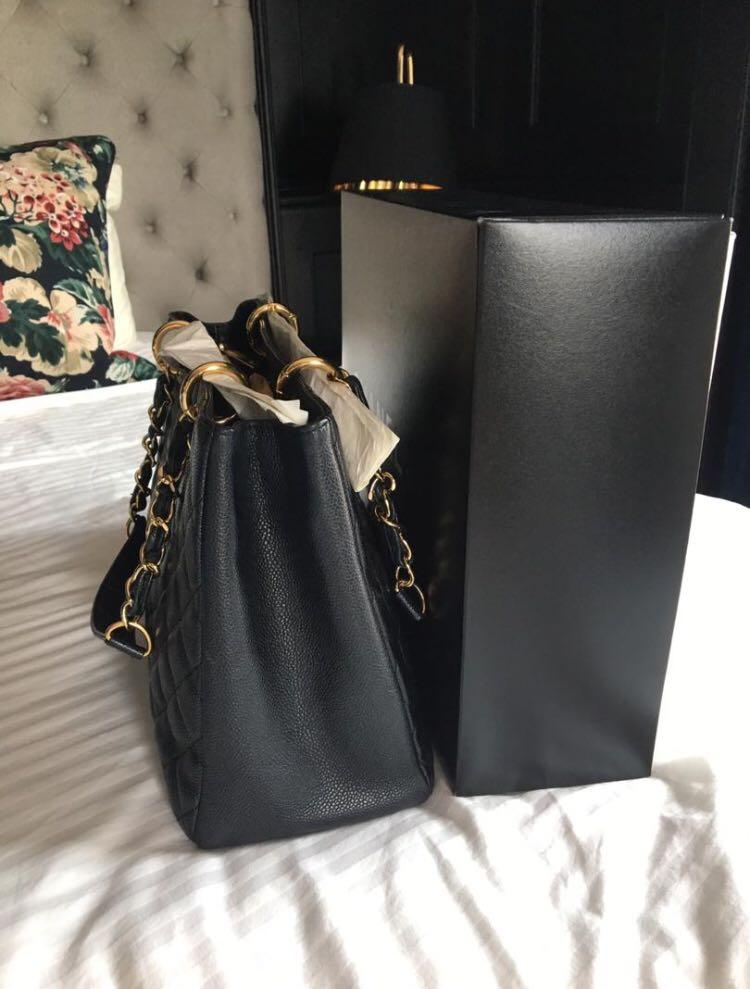 💯 percent authentic Chanel GST with gold hardware {very good condition with sturdy shape}