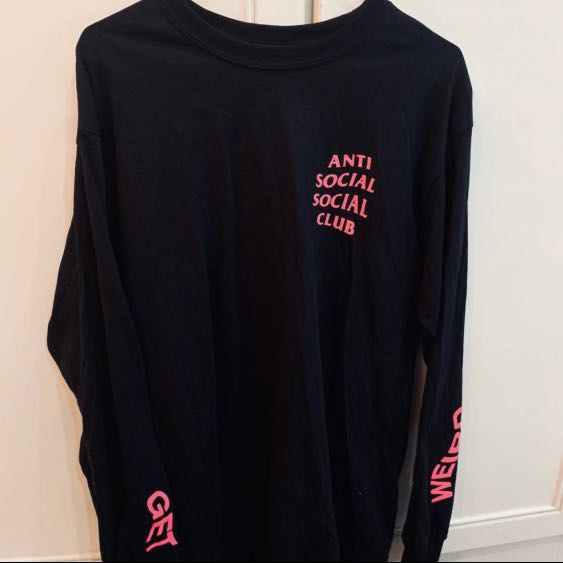 cbeccff0de39 BN assc black and pink get weird logo Long sleeve crewneck