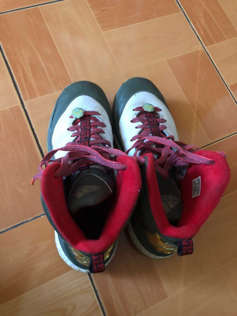 best service b7d0e 8bb98 D Rose 5 Limited CNY, Men s Fashion, Footwear, Sneakers on Carousell