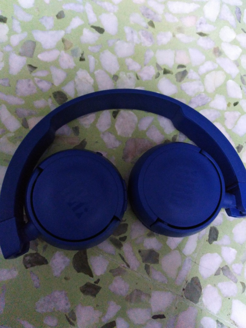 df6028131ce Jbl Wireless Bluetooth Headphones, Electronics, Others on Carousell