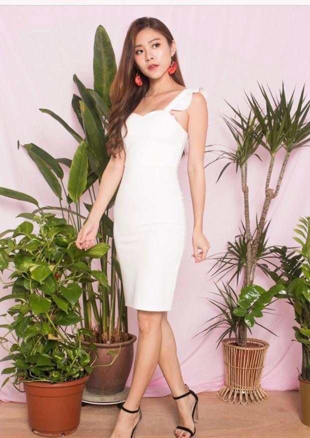 1af246f5 LBRLABEL LBR - Premium Claralia Flutter Midi Dress White in Size M ...