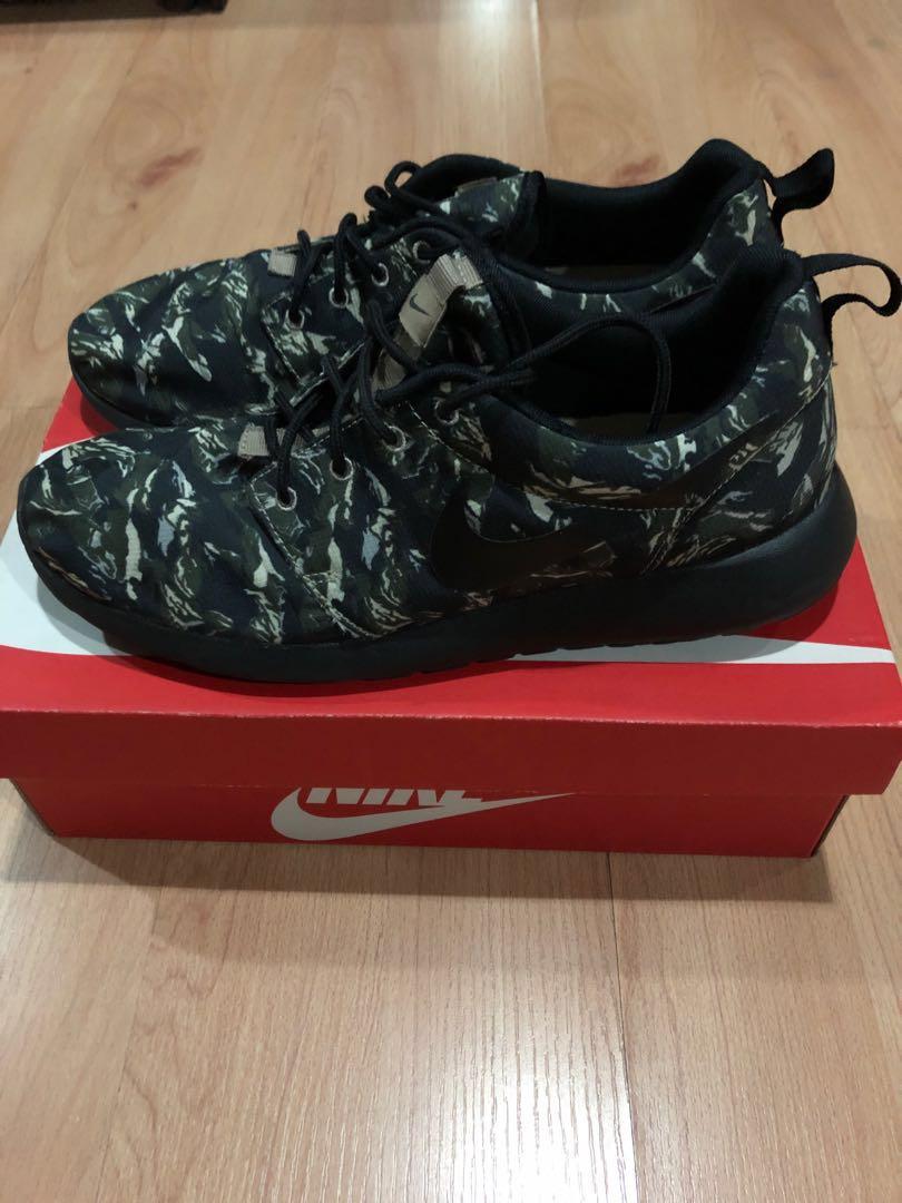 145a2a5d1a48 Nike Roshe Run (Size 11)