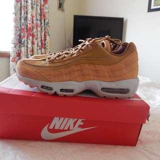 Nike Air Max 95 SE Mens shoes, size 10 US, brand new in box