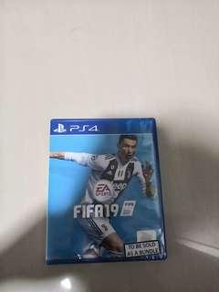 *CHEAP*New/sealed fifa19 with voucher code