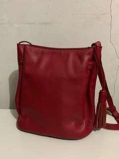 Povilo Bucket Sling Bag / Red Wine / Tas Selempang Merah