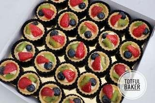 Mini Fruit Tart with Cream Cheese Frosting and Fresh Fruits