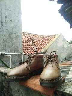 Sepatu Boots Dr. Martens 8057