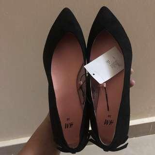 H&M black velvet ribbon shoes