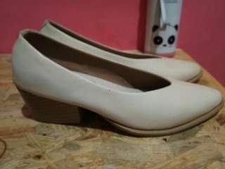 Sepatu adorableproject  cream