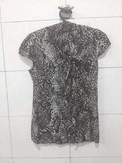 Women top with pattern the executive