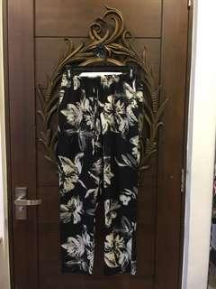 Black and White Floral Gartered Free Size Pants with Pockets