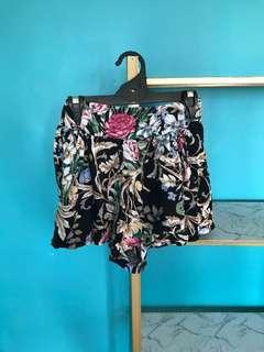 Floral pattern size 8 shorts flowy high waisted