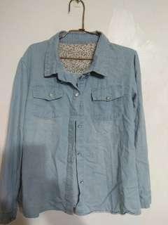 淺藍色 牛仔襯衫 售150