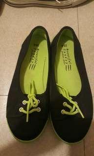 Taiwan black sneakers
