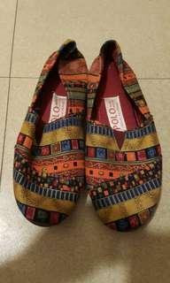 Tribal pattern slip on